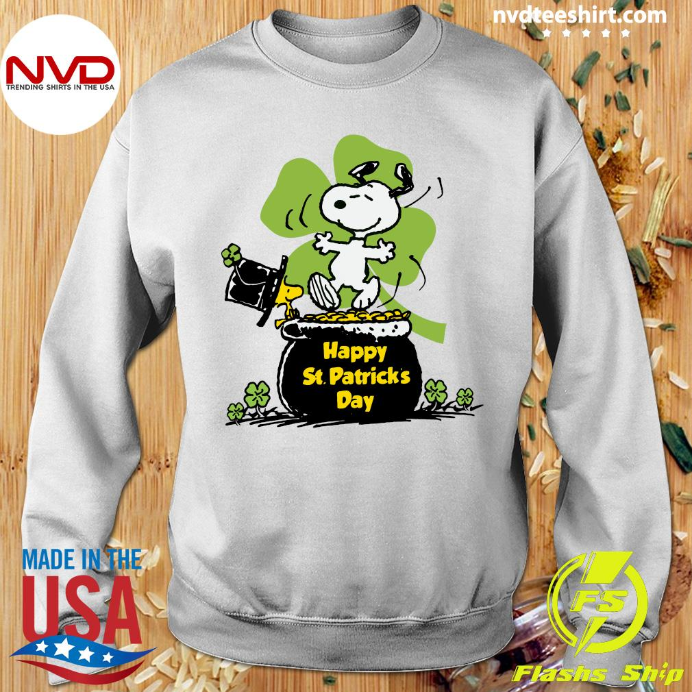 Official Happy St Patrick's Day Snoopy And Woodstock Funny T-s Sweater