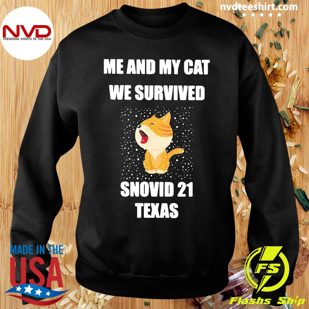 Official Me And My Cat We Survived Snovid 21 Texas T-s Sweater