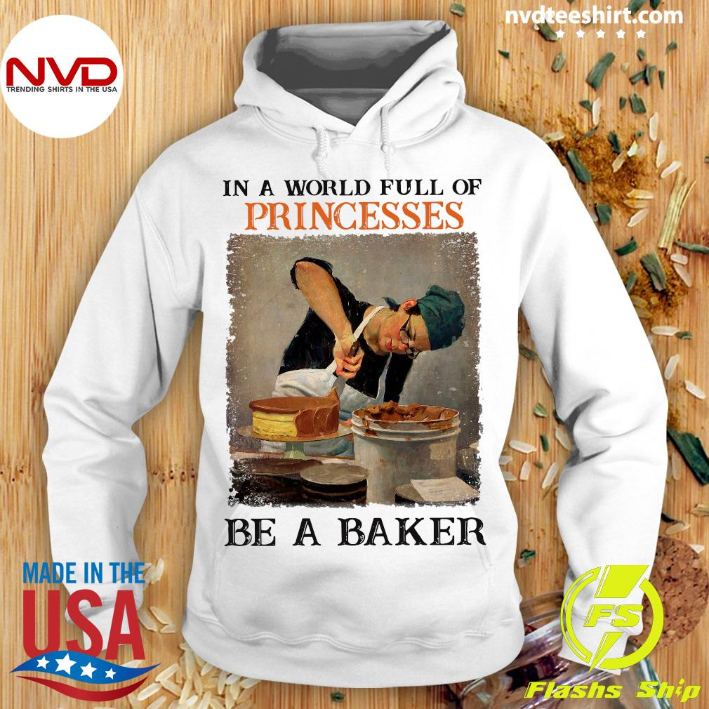 Official In A World Full Of Princesses Be A Baker Vintage T-s Hoodie