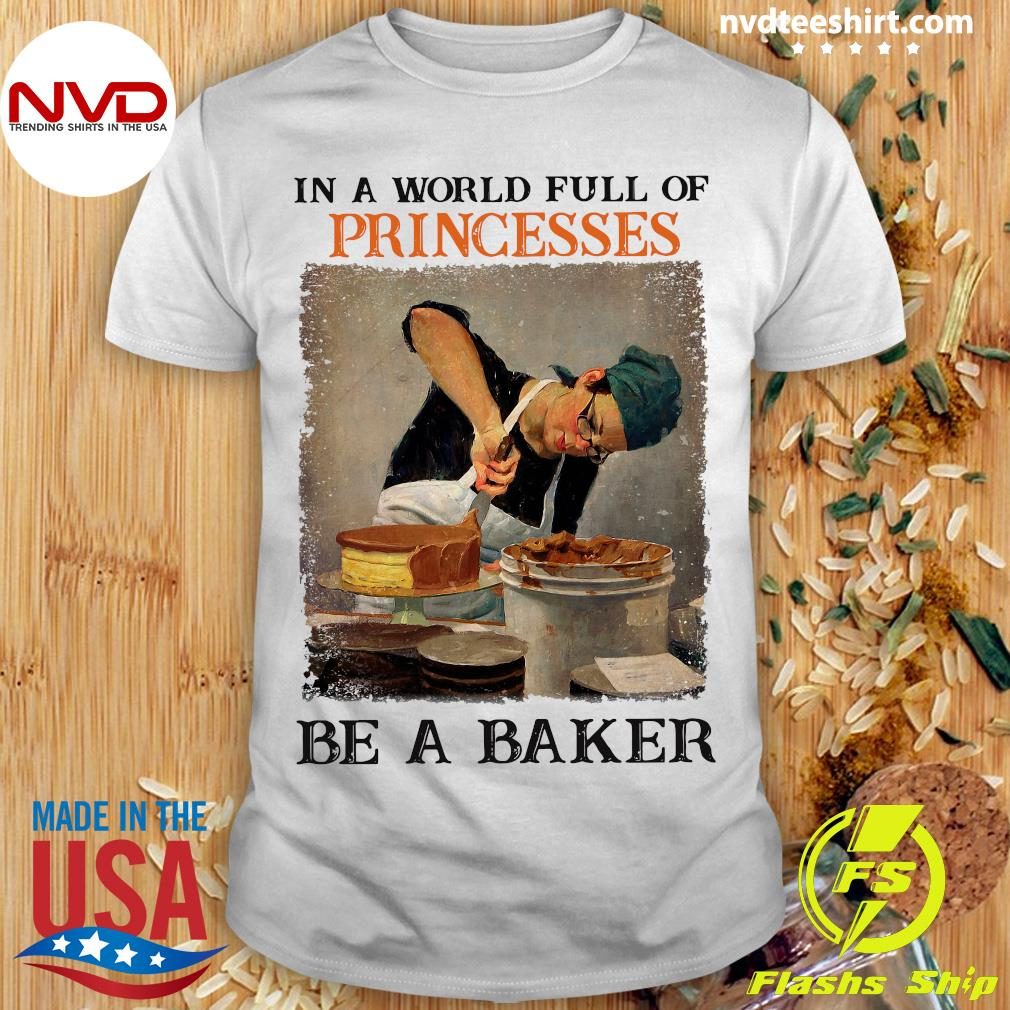 Official In A World Full Of Princesses Be A Baker Vintage T-shirt