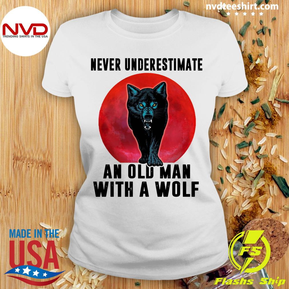 Never Underestimate An Old Man With A Wolf Vintage Shirt Ladies tee