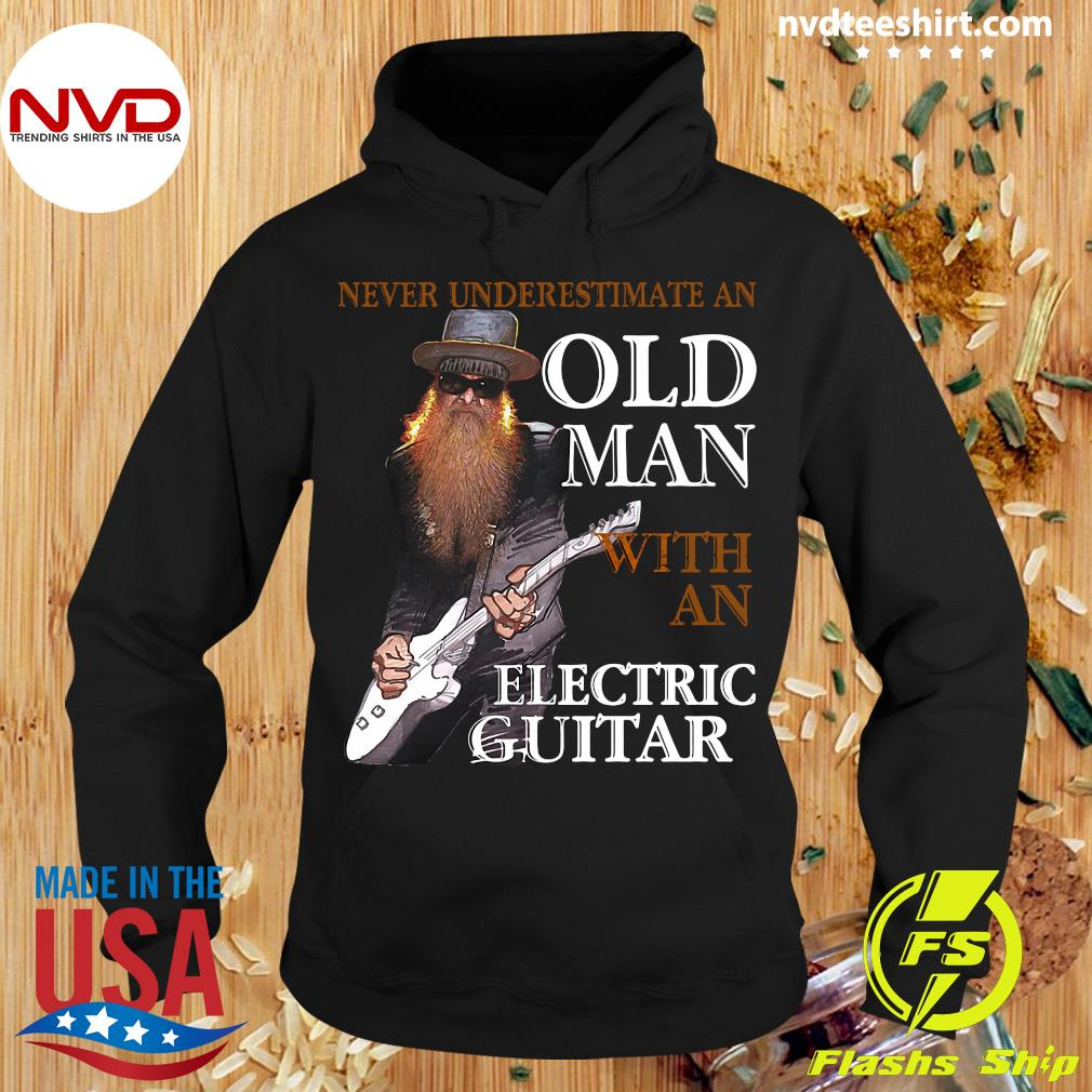 Funny Bass Guitar Never Underestimate An Old Man With An Electric Guitar T-s Hoodie